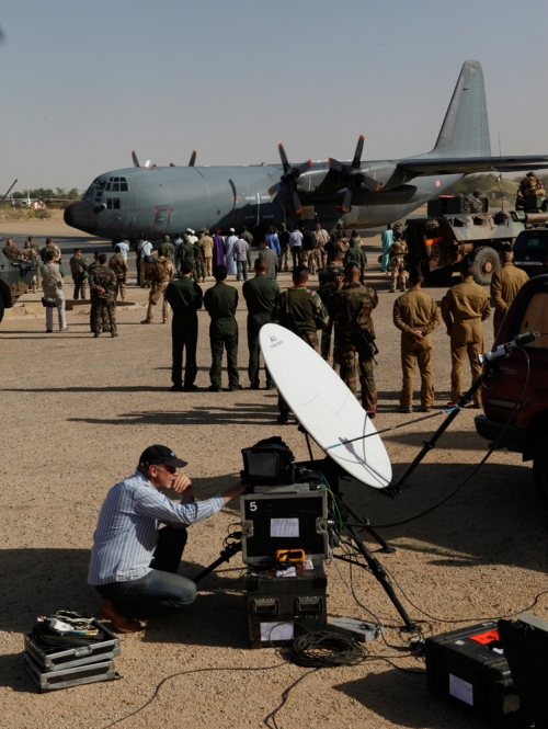 Live arrival of French President Hollande on Timbuktu Airport