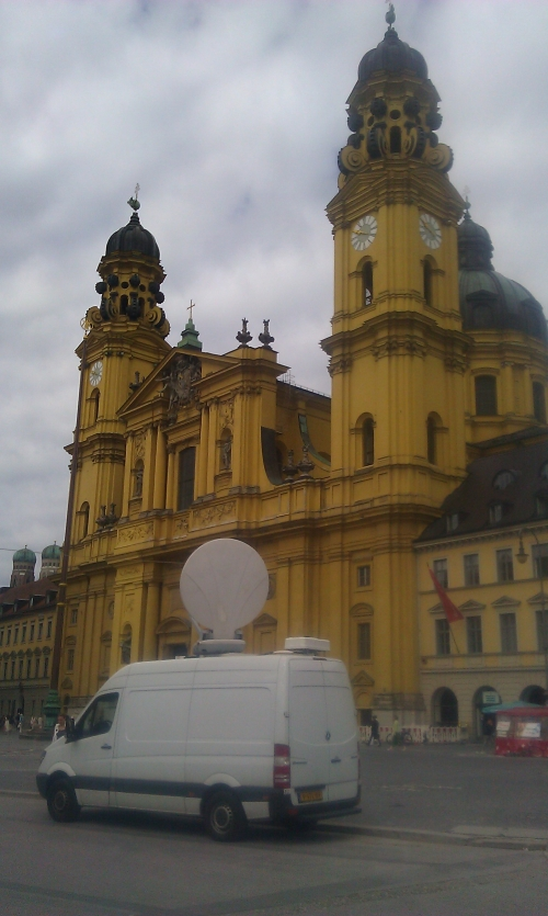 SNG in fron of the beautifull Theatinerkirche